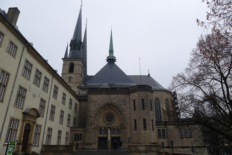Фото Люксембурга: Фасад Собора Люксембургской Богоматери Cathédrale Notre-Dame