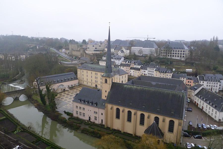 Вид на Аббатство Ноймюнстер (Neumünster Abbey)